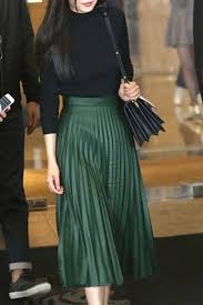 pleated skirts best 25 green pleated skirt ideas on green skirts