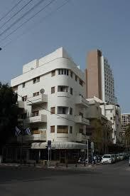 architektur bauhausstil bauhaus gebäude in tel aviv im kontrast zu moderner architektur