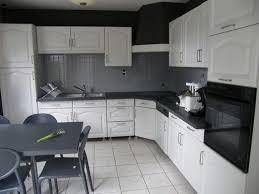 comment repeindre une cuisine en bois repeindre cuisine en bois trendy repeindre des meubles de cuisine