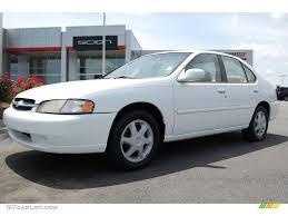 nissan altima white 1998 cloud white nissan altima se 8931095 gtcarlot com car