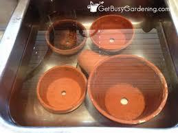 vaisselle en terre cuite comment laver les pots en terra cotta la terre cuite absorbe tout