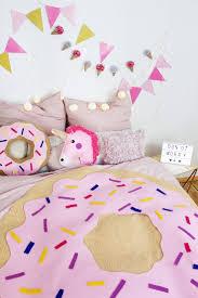 Schlafzimmer Deko Pink Die Besten 25 Bunte Kissen Ideen Auf Pinterest Bunte Dekokissen