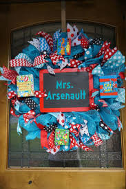 Dr Seuss Home Decor by Best 25 Dr Seuss Classroom Treats Ideas On Pinterest Dr Seuss