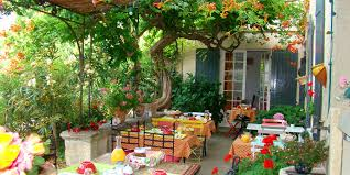 chambre d hote venasque chambres d hôtes et gîte à venasque en provence vaucluse le