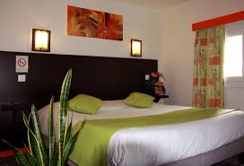beds and beds comfort room with large bed or twin beds and bath hôtel notre dame