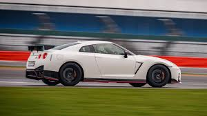 Nissan Gtr 2017 - nissan gt r nismo 2017 review by car magazine