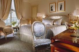 hotel de luxe avec dans la chambre les cinq meilleures marques mondiales d hôtellerie de luxe