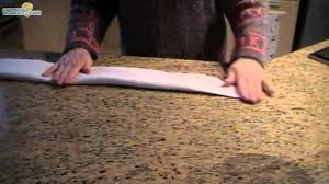 Pliage De Serviette En Papier Chausson Lutin by Pliage De Serviette En Forme De Bougie Youtube