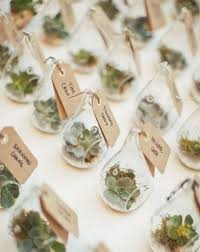 14 botanical wedding favors for your greenery themed wedding