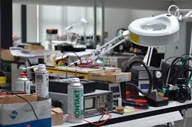 opravárenské centrum a sklady dílů průmyslové automatizace foxon