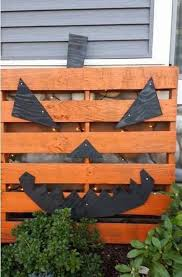 Outdoor Halloween Decorations On Pinterest by 25 Best Pallet Halloween Decorations Ideas On Pinterest Diy
