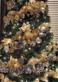 creative way to hang the ornaments strung on a floral wire