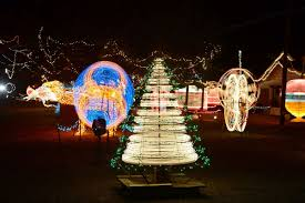 noccalula falls christmas lights 2017 17 great spots to see christmas lights features annistonstar com