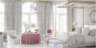deco chambre adulte blanc idee deco chambre adulte blanche lit baldaquin table ronde fauteuil