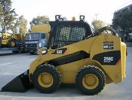 caterpillar u0027s 256c skid steer has a 2 350 pound operating load