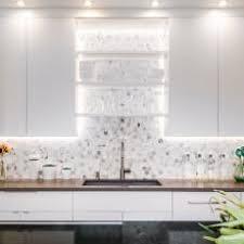 Photos HGTV - Hexagon tile backsplash