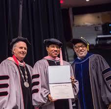 Lionel Richie Addresses Grads At Berklee Commencement Billboard