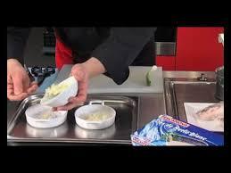 cuisiner poisson congelé cuisson du poisson encore surgelé dos de merlu aux petits oignons