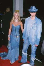 How To Look Like Taylor Swift For Halloween How To Recreate Britney And Justin U0027s Epic Double Denim Look For
