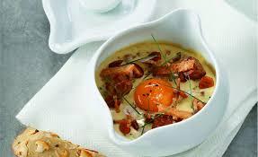 cuisine oeuf cocotte au foie gras et girolles par l école de cuisine alain ducasse
