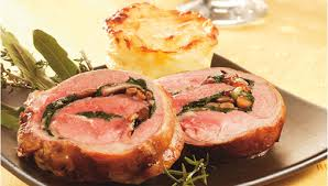 cuisiner epaule agneau recette roulé d épaule d agneau aux feuilles de blettes et