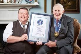 Roger Banister Roger Bannister First Sub Four Minute Mile Guinness World Records