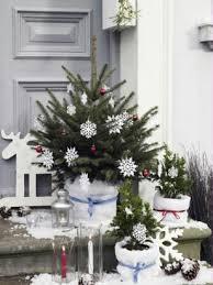 weihnachtsdeko für außen vor der tür festlich dekorieren