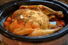 cuisiner poulet entier cuire un poulet entier à la mijoteuse c est si bon mijoteuse