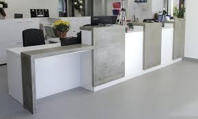 bureau reception pur beton créations moulées sur mesure en béton comptoirs