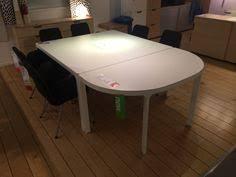 Ikea Bekant Conference Table Ein Großer Sitzungsraum Mit Einem Großen Bekant Konferenztisch In