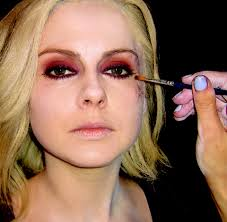 how izombie makeup turns mciver into the undead tv insider