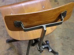 bureau jean prouvé chaise de bureau par jean prouvé en vente sur pamono