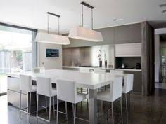 table de cuisine moderne en verre épinglé par helennoralisa sur future home cuisines