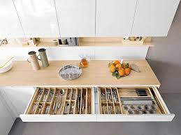 rangement dans la cuisine meuble de cuisine 32 idées rusées pour plus de rangement