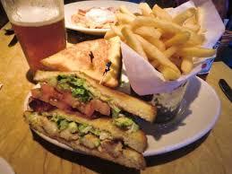 th蛯tre de chambre お気に入りの 炭火焼きベーコンと海老のサンドイッチ photo de the