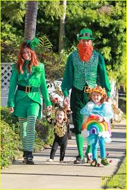 family halloween costumes 2014 alyson hannigan u0026 family leprechaun hallowen costume 2013 photo