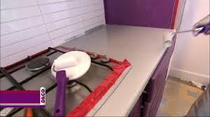 comment repeindre un plan de travail de cuisine peinture carrelage cuisine plan de travail appliquer une racsine sur