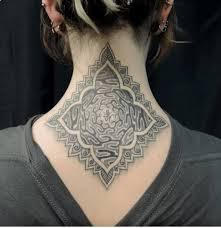 imagenes tatuajes cuello 12 elegantes y atrevidos tatuajes para el cuello tkm united states