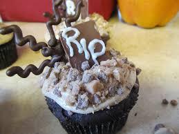 halloween graveyard cupcakes the pink apron