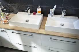 salle de bain plan de travail un plan de travail de salle de bains à deux vasques leroy merlin