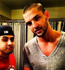 chandler parsons hairstyle chandler parsons shaves head to support young fan with cancer