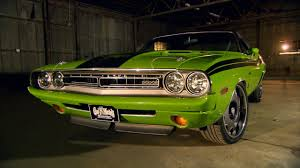Dodge Challenger Old - 1971 challenger r t pack gets a modern retrofit youtube
