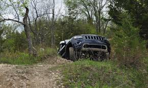 racing jeep grand cherokee 2014 jeep grand cherokee shows skills off road