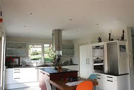 hotte cuisine plafond plafond alyoscuisinescuisine hotte centrale et spots alyos