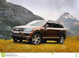 volkswagen touareg 2016 rhemes notre dame valle daosta italy july 25 2016 volkswagen