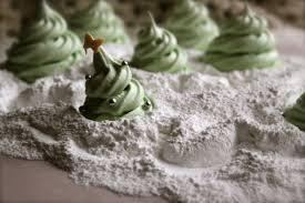 blogmas day five christmas tree meringues