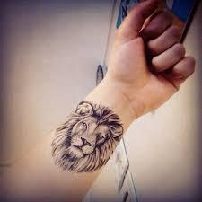 mer enn 25 unike ideer om leo zodiac tattoos på pinterest
