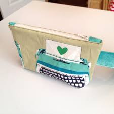 basic pouch with zipper tabs tutorial from thebusybean com rita