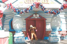 it u0027s beginning to look a lot like christmas at disneyland resort