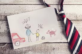 Schreibtisch Aus Holz Vatertags Komposition Bei Zeichnung Kindes Und Bunte Krawatte Auf